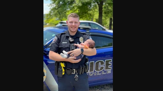 The image shows 23-year-old officer Hubbard who saved the baby's life in USA's Arkansas.(Facebook/@PottsvillePolice )