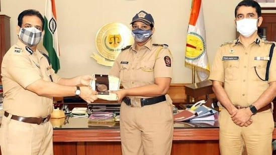 Rehana Shaikh joined the police force as a constable in 2000.(Twitter/Mumbai police)