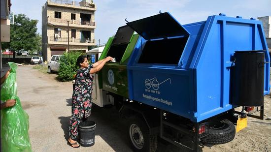 The index states that there is 100% door-to-door garbage collection in all wards in Chandigarh, despite MC officials stating that most rehabilitation colonies have not been covered. (HT FILE PHOTO)