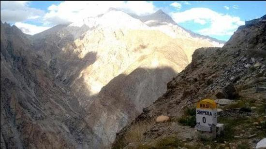 Shipki La is a mountain pass that connects Kinnaur district to the Tibetan Autonomous Region in China. It's a border post at 18,599 feet. It is through this pass that the turbulent Sutlej enters India from China-occupied Tibet. (HT file photo)