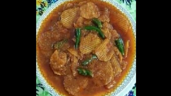 The image of chips curry was shared on Twitter.(Twitter@GabbbarSingh)