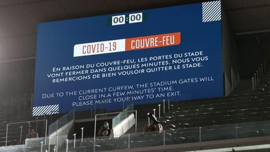 The match was delayed for 22 minutes as Court Philippe Chatrier was cleared. (Getty Images)