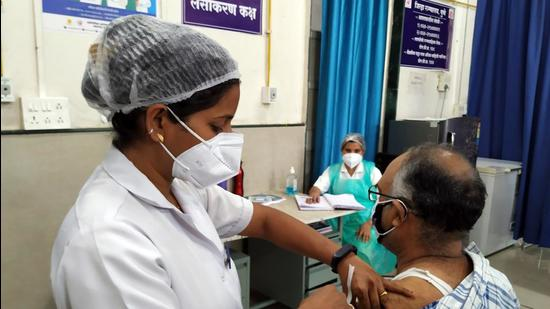 Covid-19 vaccination drive at district hospital , Aundh in Pune on June 2. (HT file photo)