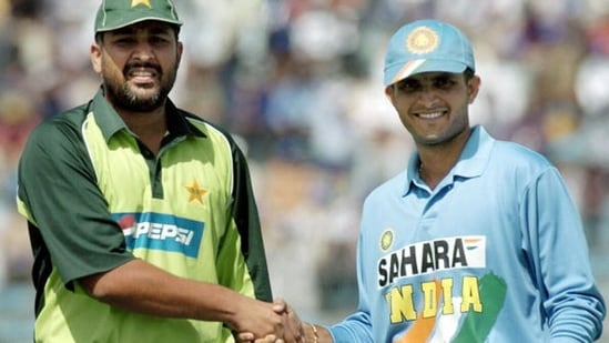 Inzamam-Ul-Haq and Sourav Ganguly during the 2004 ODI series. (Getty Images)