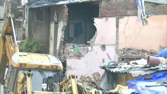11 Dead As Residential Building Collapses In Mumbai Minister Blames Rain Mumbai News Hindustan Times