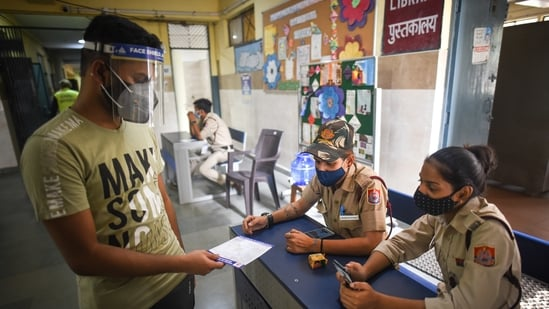 Covid-19 active cases in the country have come down to 1,121,671 after 61 days. (Sanchit Khanna/HT Photo)