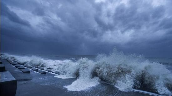 File photo: Rough sea in the Bay of Bengal ahead of Cyclone 'Yaas' landfall on May 25, 2021. (PTI)