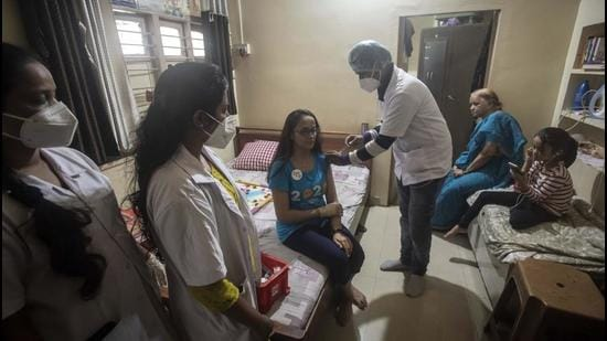 A beneficiary gets her Covid-19 vaccine jab at home during a door-to-door vaccination drive at Shaniwar peth in Pune on Thursday, June 10. (Pratham Gokhale/HT photo)