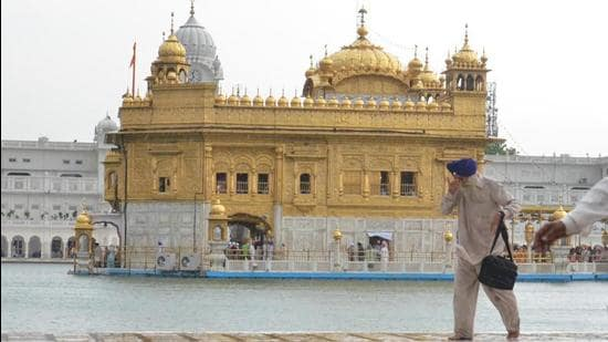 US-based United Sikh Mission is performing the voluntarily service at Golden Temple. (HT File Photo)
