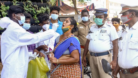 Tamil Nadu on Friday extended the coronavirus disease (Covid-19) lockdown till June 21 on Friday but allowed a few concessions in a few districts following a drop in the number of positive cases in the state. (PTI Photo)(PTI)