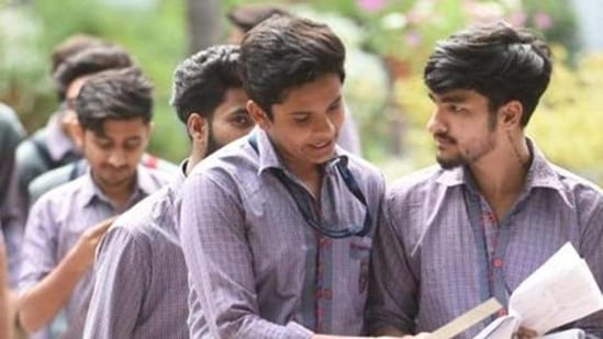Haryana Board Class 10 Result 2021: As many as 3.13 lakh students, out of which 1.72 lakh boys and 1.41 lakh girls are enrolled for regular class and 11,278 are those who appeared for compartment exams.(Sanchit Khanna/HTfile)