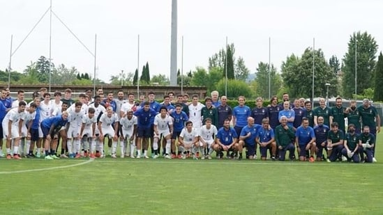 Italy team at the training ground(Twitter/Italy)