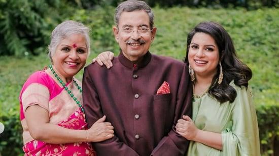 Mallika Dua with her parents Vinod Dua and Chinna Dua.