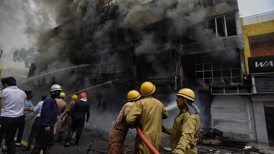 Smoke billows from the clothing showroom as firefighters try to douse the fire on Saturday morning at Lajpat Nagar market. (Photo: Raj K Raj/ HT)