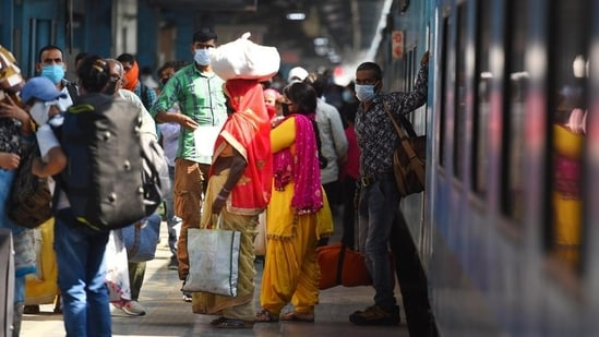 The sale of platform tickets was suspended with the aim to prevent overcrowding at railway stations amid the rising Covid-19 cases. (Raj K Raj / HT Photo)