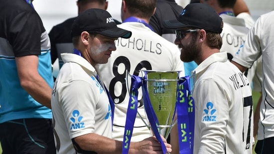 New Zealand's Tom Latham, left, holds the winners trophy as he stands with teammate Kane Williamson.(AP)