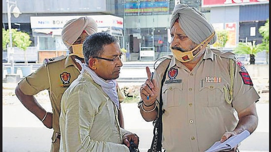While the Ludhiana police can be seen issuing challans to those venturing out without a mask, there has been a marked decline in the number of challans issued as the Covid cases decline. (HT Photo)