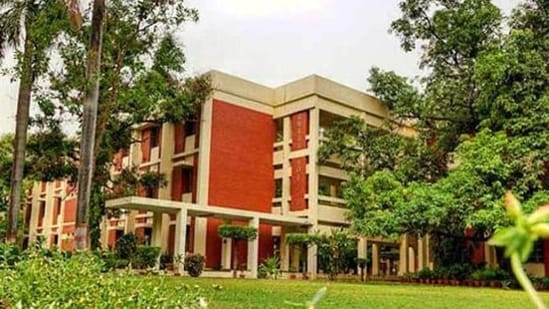 IIT Kanpur Recruitment:: This recruitment drive is to fill up 8 vacancies, out of which 7 posts are for REO(Grade 1) and 1 post is for Principal REO..(File)
