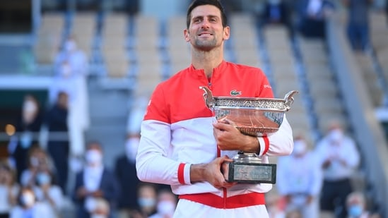 Novak Djokovic poses with the 2021 French Open title. (Twitter)