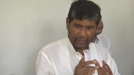 LJP leader Pashupati Paras addresses the mediapersons on Monday.(ANI Photo)