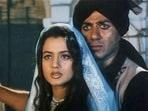 Sunny Deol and Ameesha Patel in a still from Gadar: Ek Prem Katha.