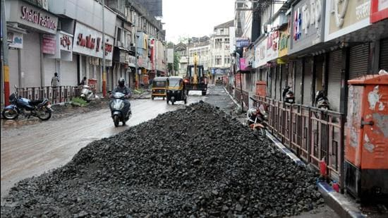 An incomplete road maintenance work on Laxmi road in Pune. Since the 1990s, the Pune Municipal Corporation has been regularly publishing its annual Environment Status Report (ESR). (HT PHOTO)