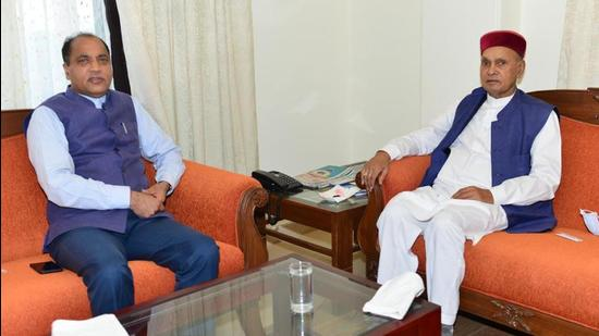 Chief minister Jai Ram Thakur (left) with senior BJP leader and former CM Prem Kumar Dhumal before the party meeting in Shimla on Tuesday. (HT Photo)