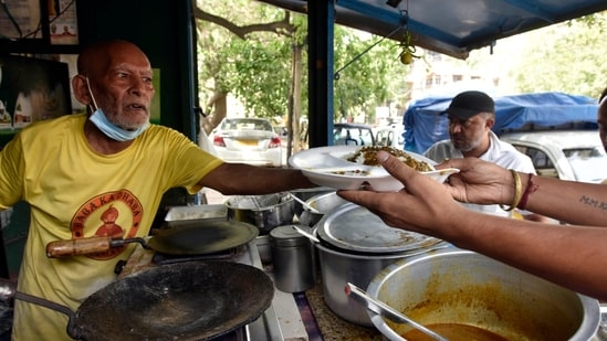 "Gaurav Wasan shot a video showing the ""Baba ka Dhaba"" owner, Kanta Prasad, talking in tears about the loss of his business amid the coronavirus pandemic.(Sanjeev Verma/HT Photo)"