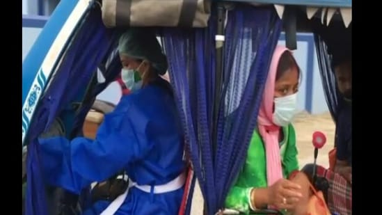 Munmun Sarkar has been providing 24 hours, free-of-cost rides to COVID-19 patients.(ANI)