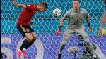 Spain midfielder Daniel Olmo (L) heads the ball past Sweden goalkeeper Robin Olsen during the Euro 2020 Group E match at La Cartuja Stadium in Sevilla on June 14. (AFP)
