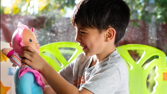 There's a growing section of parents who believe in raising their kids without patriarchal stereotypes. (Shutterstock)