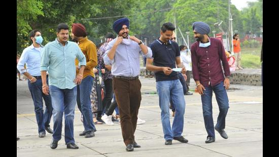 Visitors moving around without face masks at Sukhna Lake in Chandigarh on Wednesday. (Keshav Singh/HT)