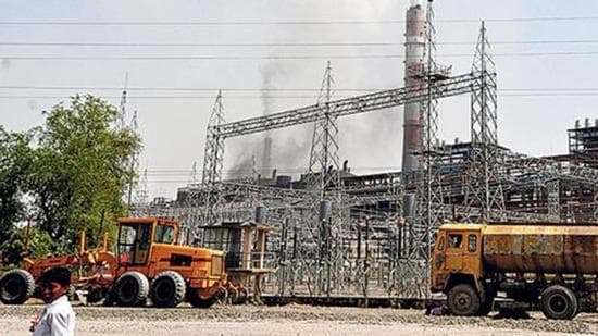 On June 10, the Punjab State Electricity Board Engineers Association (PSEBEA) held a meeting with the PSPCL management and emphasised the need for cancellation of PPAs with the three private power producers. (HT FILE PHOTO)