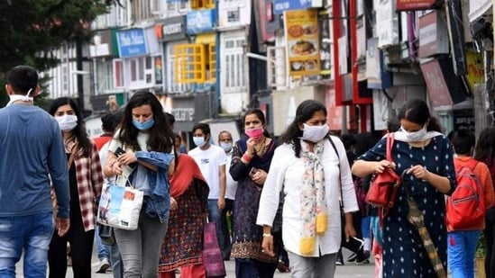 Among the districts where the new cases were reported, Bengaluru Urban accounted for 1,611, Mysuru 841, Dakshina Kannada 790 and Hassan 531 followed by others.(File Photo)