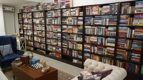 The image of the library with over 4,000 books was shared by Author Awais Khan.(Twitter/@AwaisKhanAuthor)