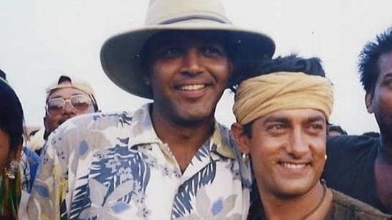 Director Ashutosh Gowarikar and Aamir Khan during the shooting of Lagaan (2001).