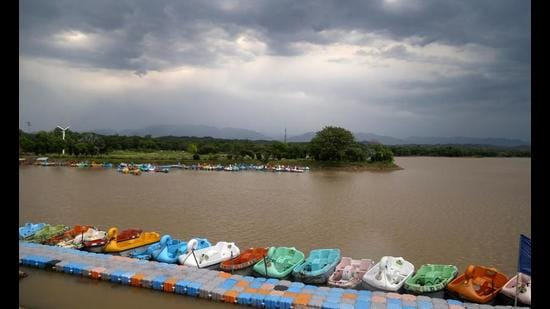 Sukhna Lake's flood gates are opened when its water level reaches 1,163 feet. (HT Photo)