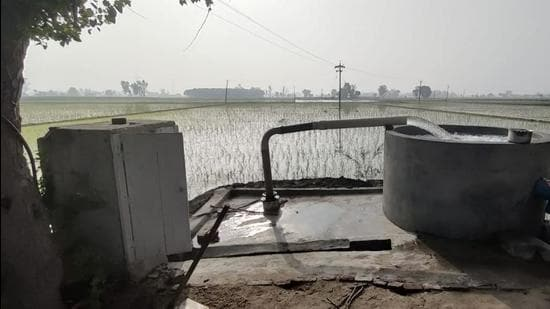 Already in the dark zone due to over-exploitation of groundwater, these villages continue to depend on tubewells for irrigation. Adding to their woes is the fact that the government has stopped issuing new tubewell connections here due to the dark zone tag. (HT FILE)