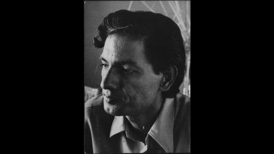 Urdu poet and lyricist Akhlaq Mohammed Khan 'Shahryar'. (HT Archive)