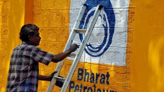 Bharat Petroleum Corp. Ltd (BPCL) leads the largest dividend-paying companies for fiscal year 2021 with a dividend of <span class='webrupee'>₹</span>8,759.71 crore to the government(REUTERS)
