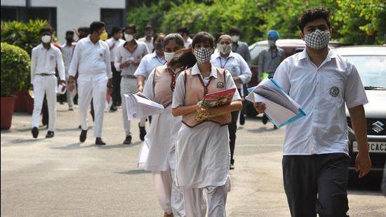 Several students from the state had filed an intervention application in the Supreme Court this week seeking cancellation of the board exams. Nearly 700,000 students (of both classes) were to appear for their exams this year. (HT PHOTO.)