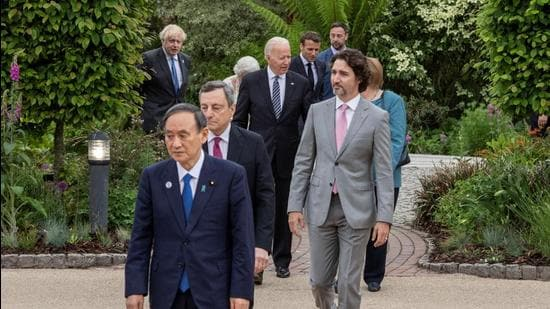Japan's Prime Minister Yoshihide Suga, Italy's Prime Minister Mario Draghi, Canada's Prime Minister Justin Trudeau, US President Joe Biden, German Chancellor Angela Merkel, Britain's Prime Minister Boris Johnson, France's President Emmanuel Macron and Britain's Queen Elizabeth attend a drinks reception on the sidelines of the G7 summit, at the Eden Project in Cornwall, Britain, on June 11. (File photo)