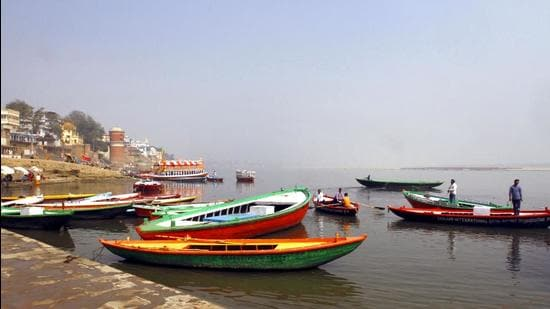 Locals lineup their boats at Assi Ghat at Varanasi in Uttar Pradesh. (HT archive)