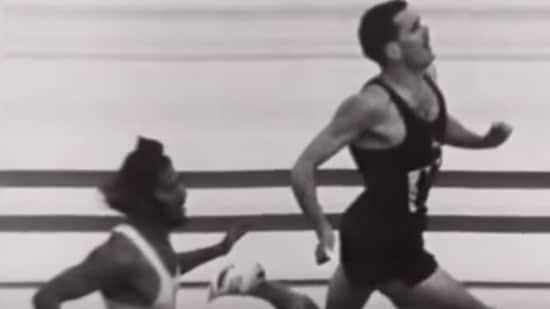 Milkha Singh (left) finishing 4th, behind South Africa's Malcolm Spence (right) in the 1960 Rome Olympics 400 metre final race.(Youtube/screengrab)