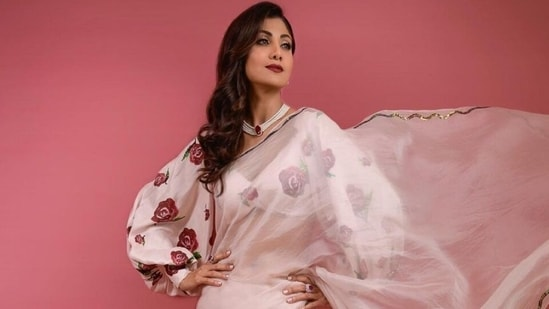 Shilpa Shetty in organza saree and floral print blouse is all about the 70s(Instagram/@theshilpashetty)