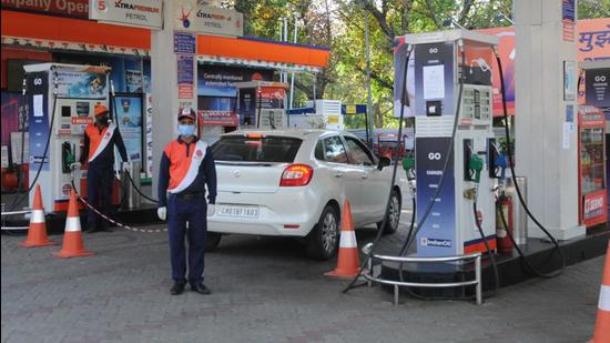 High international oil rates and domestic taxes are two key reasons for petrol and diesel prices going up. (Photo HT)