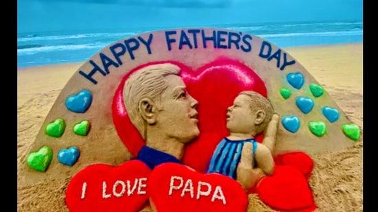 Sand artist Sudarsan Pattnaik's art for Father's Day 2021.(Twitter/@sudarsansand)