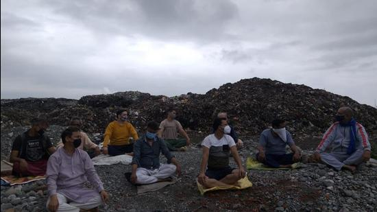 On the occasion of International Yoga Day, locals performed yoga on garbage heaps in one of biggest trenching grounds in Uttarakhand's Kumaon in Haldwani to mark their protest. (HT photo)