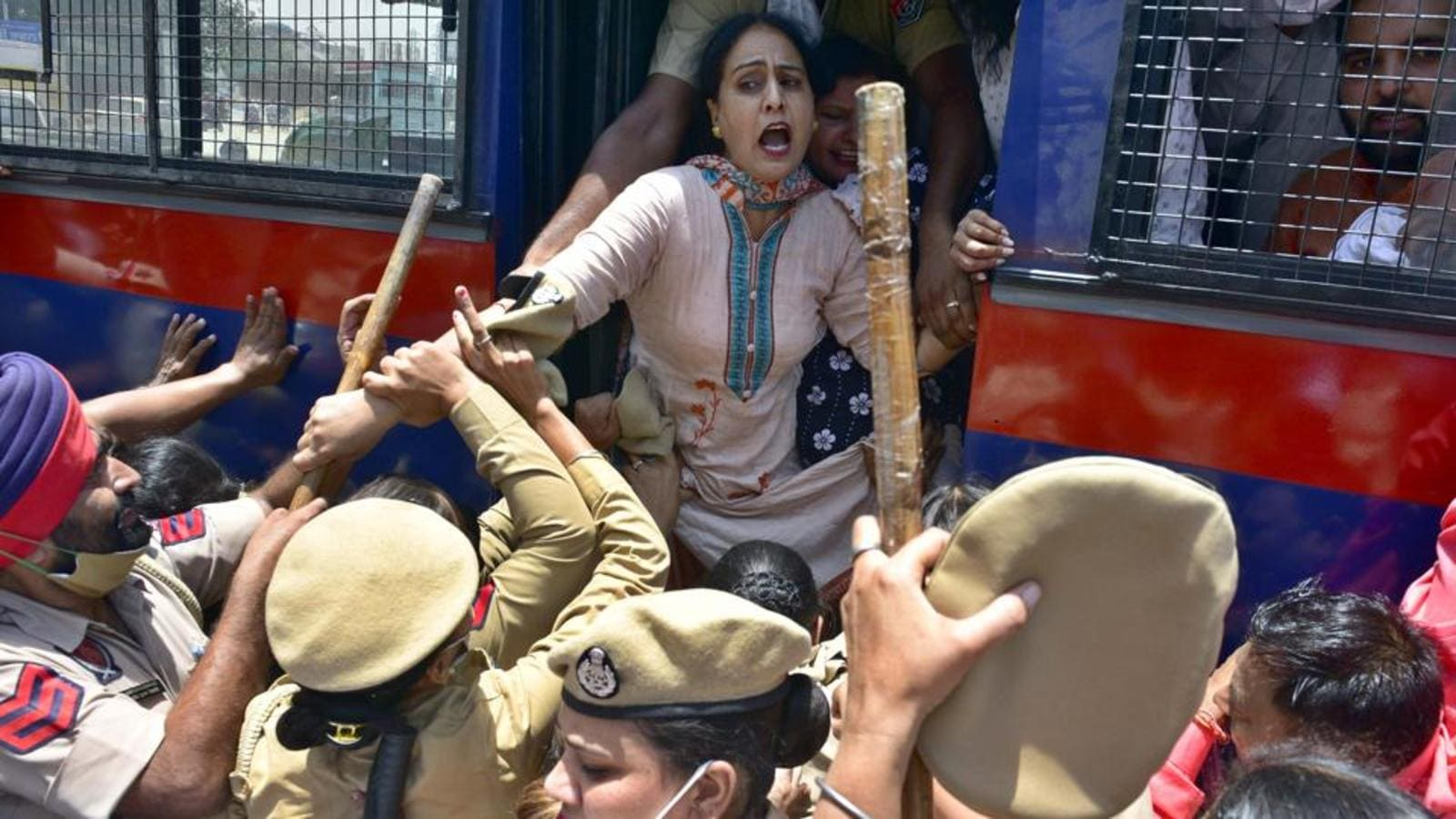 Photo of Jobs to Congress MLAs' sons: LIP leaders, workers detained after scuffle with cops in Ludhiana