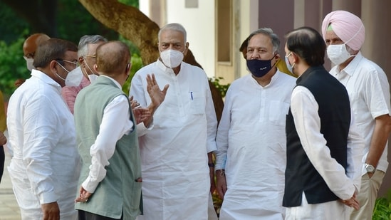 TMC Leader Yashwant Sinha (C), NCP leader Majeed Memon (2L), SP leader Ghanshyam Tiwari (2R) and other leaders of different opposition parties, and other personalities after the meeting of the Rashtra Manch at the residence of Sharad Pawar, in New Delhi.(PTI)